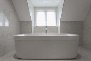 Freistehende Badewanne kleines Bad