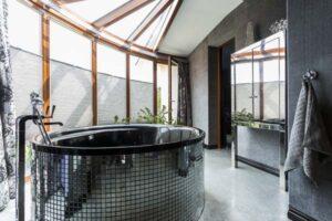 Freistehende Badewanne schwarz